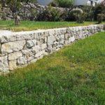 Muret-remonté-pierre-sèche-Baden-gazon-jardin