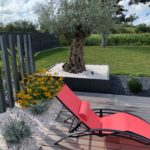 Plage-piscine-bac-olivier-piquets-ARDOISE-jardin